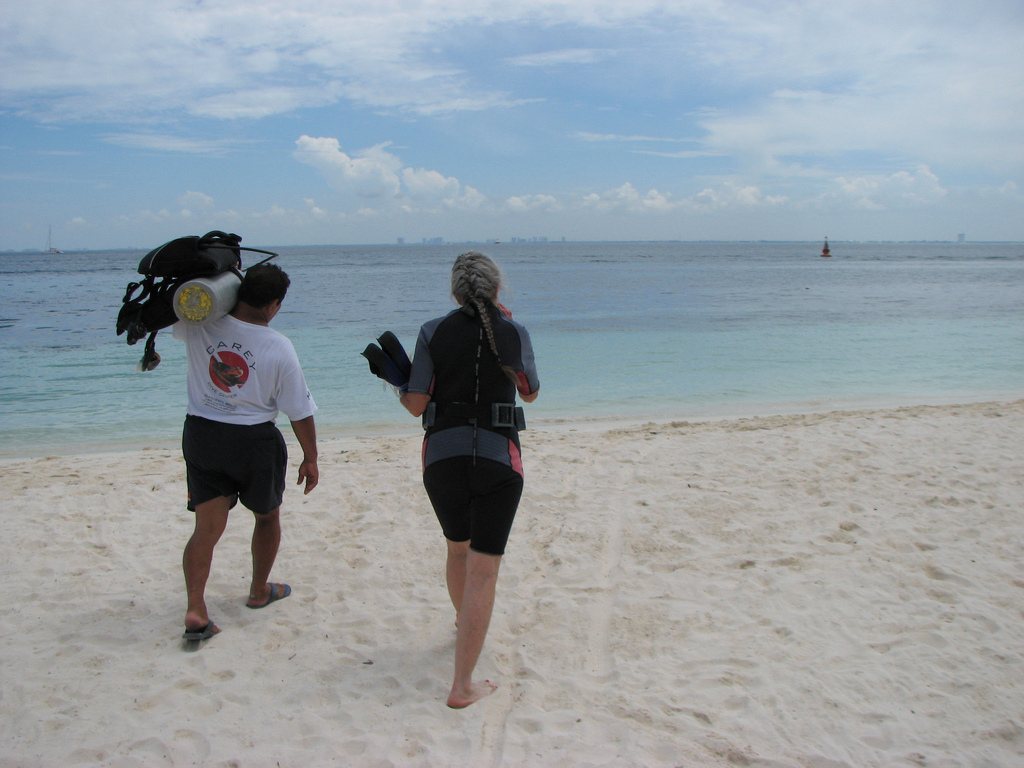 Scuba-Dive-Shop-Isla-Mujeres-CareyDive-Center-1