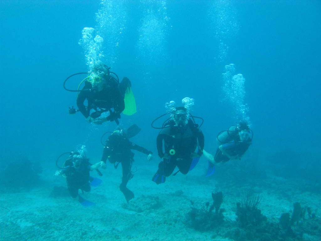 Scuba-Diving-Isla-Mujeres-Mexico-CareyDiveCenter-4