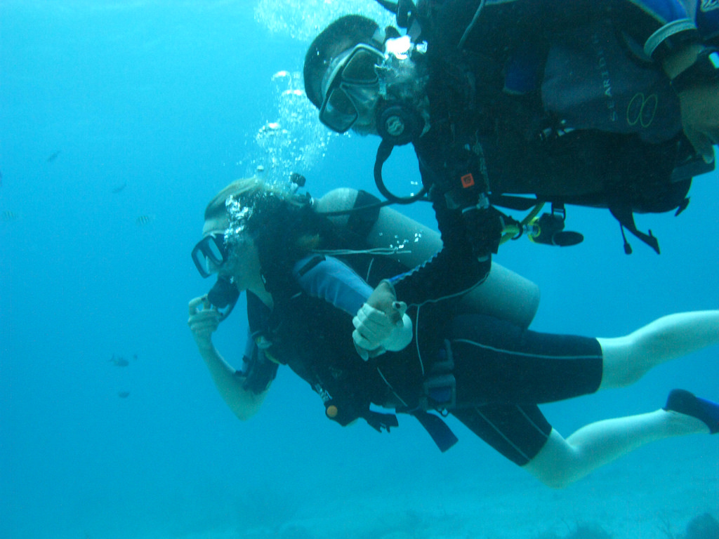 Scuba-Diving-Isla-Mujeres-Mexico-CareyDiveCenter-5