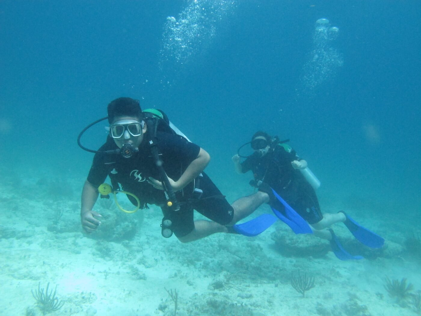 Scuba-Diving-Isla-Mujeres-Carey-Dive-Center-2