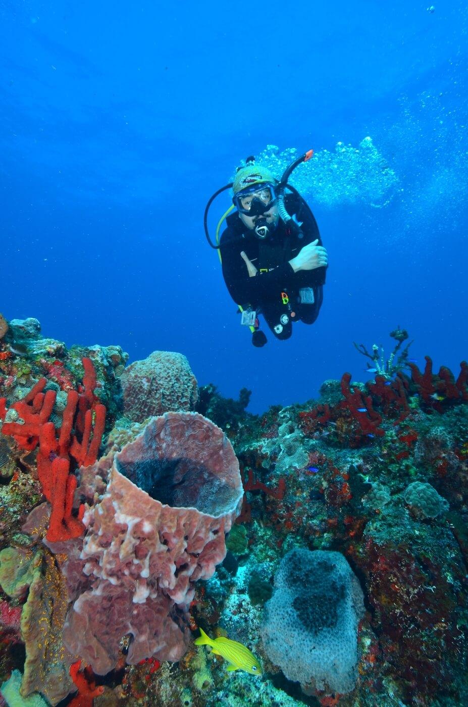 Scuba-Divers_Cancun-Dive-Center-Carbbean-Connection-11