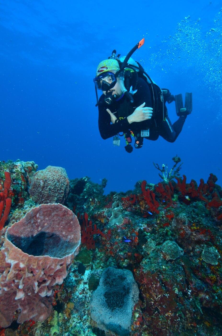Scuba-Divers_Cancun-Dive-Center-Carbbean-Connection-12