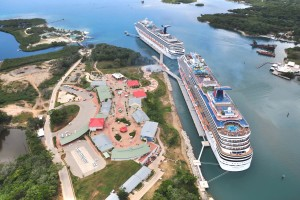 a picture of 2 large cruiseships in roatan honduras