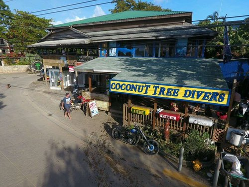 scuba dive center in roatan honduras on the corner into west end
