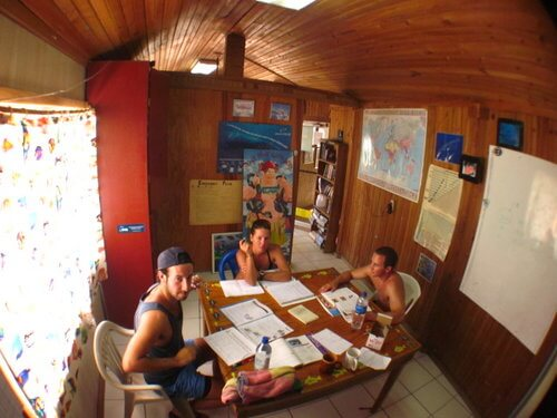 a classroom that is air conditioned and full of students learning Padi