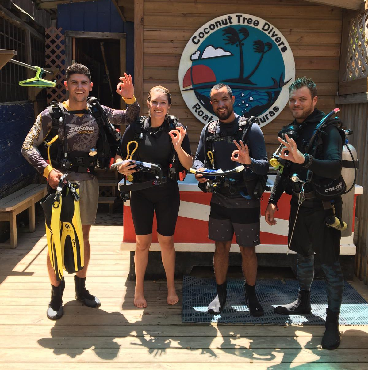 how to conserve air while diving roatan honduras